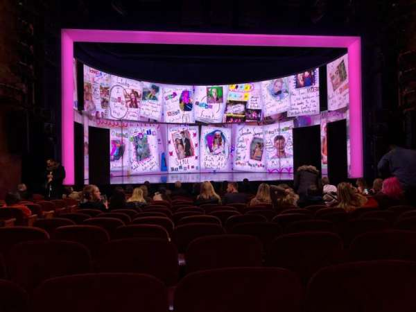August Wilson Theatre, secção: Orchestra C, fila: O, lugar: 112