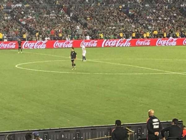 San Diego Stadium, secção: F3, fila: 19, lugar: 4