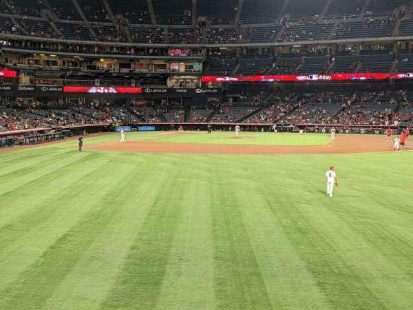 Angel Stadium, secção: 237, fila: A, lugar: 15
