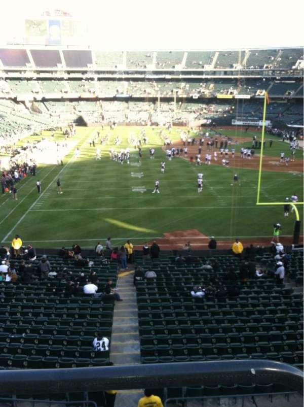 Oakland Coliseum, secção: 329, fila: 1, lugar: 1
