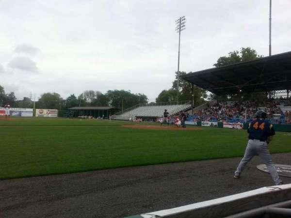 BB&T Ballpark at Historic Bowman Field, secção: z, fila: b, lugar: 3