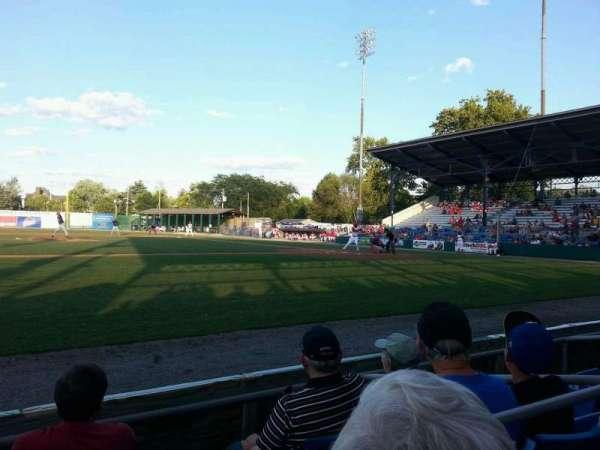 BB&T Ballpark at Historic Bowman Field, secção: aa, fila: d, lugar: 4