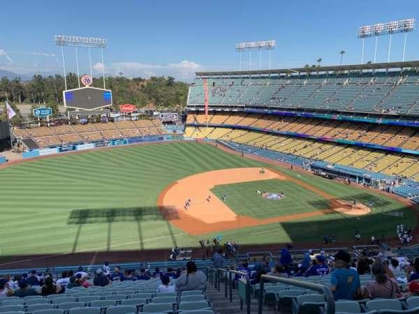 Dodger Stadium, secção: 27RS, fila: V, lugar: 1