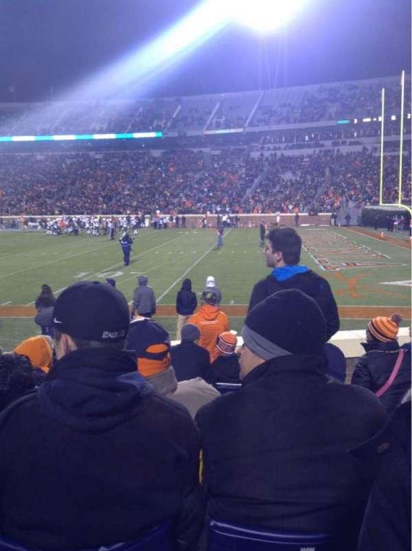 Scott Stadium, secção: 121, fila: J