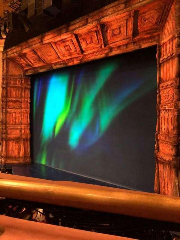 St. James Theatre, secção: MezzR, fila: A, lugar: 16