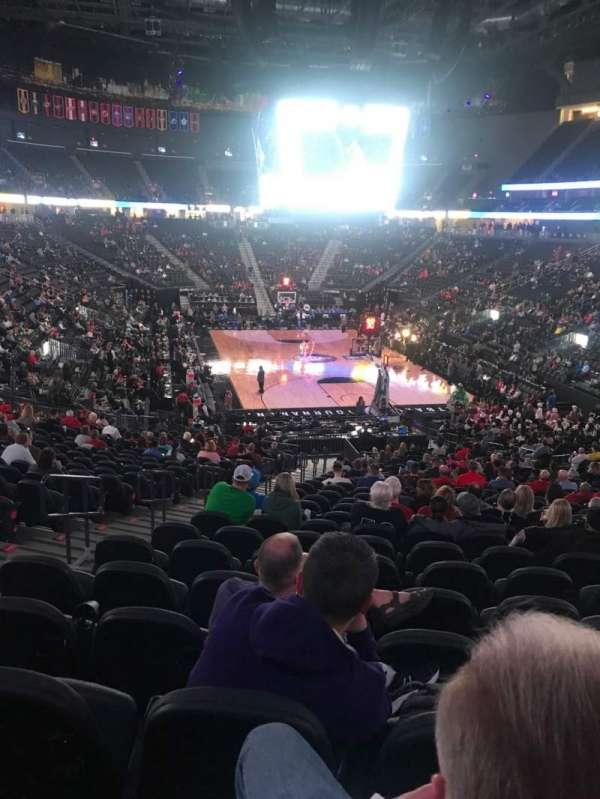 T-Mobile Arena, secção: 10, fila: Z, lugar: 5