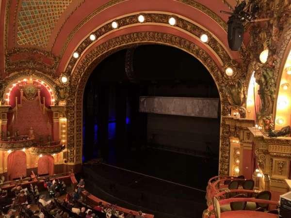 Cutler Majestic Theatre, secção: Mezzanine R, fila: B, lugar: 22