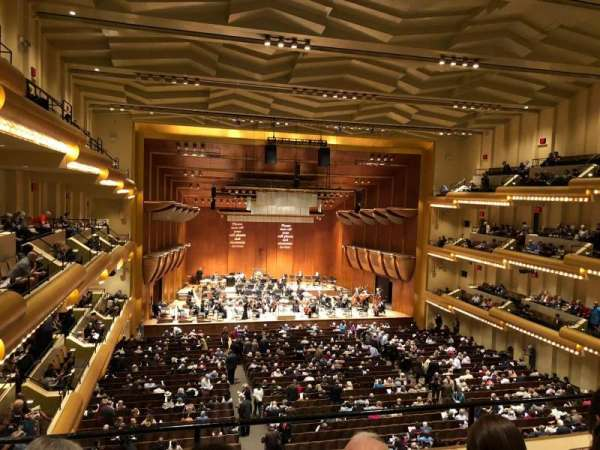 David Geffen Hall, secção: Second Tier Center, fila: CC, lugar: 9