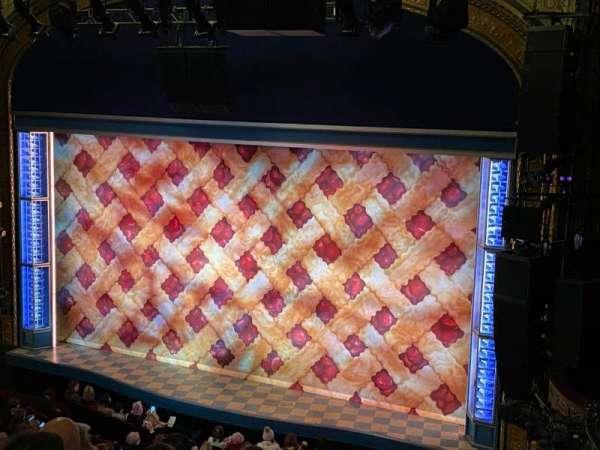 Brooks Atkinson Theatre, secção: Rear Mezzanine R, fila: E, lugar: 2