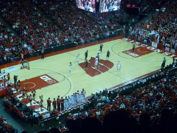 Kohl Center, secção: 325, fila: E, lugar: 13