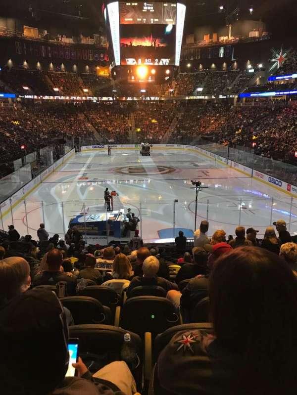 T-Mobile Arena, secção: 10, fila: S, lugar: 17