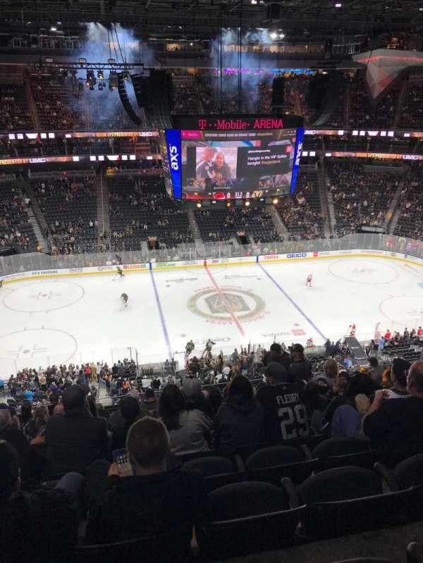 T-Mobile Arena, secção: 204, fila: K, lugar: 7
