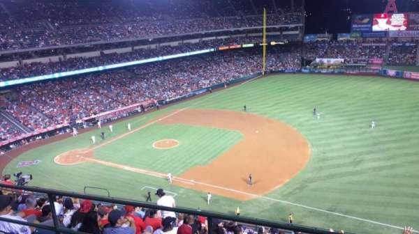 Angel Stadium, secção: V530, fila: B, lugar: 21