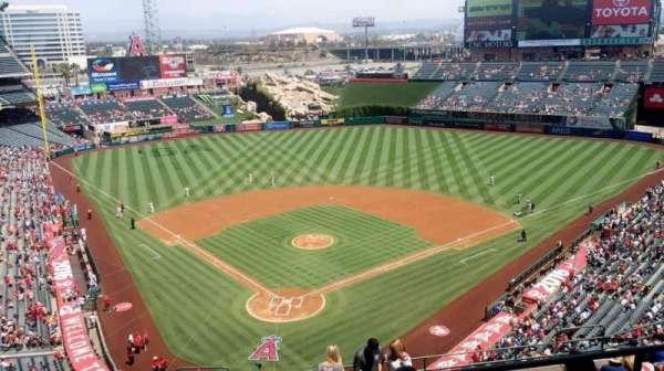 Angel Stadium, secção: V522, fila: B, lugar: 10