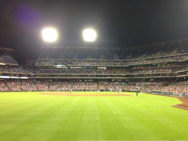 Citizens Bank Park, secção: 142, fila: 2, lugar: 16