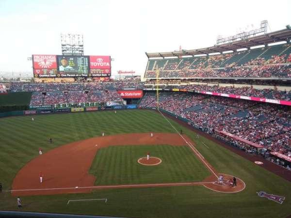 Angel Stadium, secção: V413, fila: B, lugar: 5