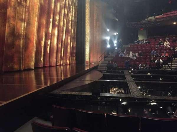 Vivian Beaumont Theater, secção: Orchestra L, fila: F, lugar: 110