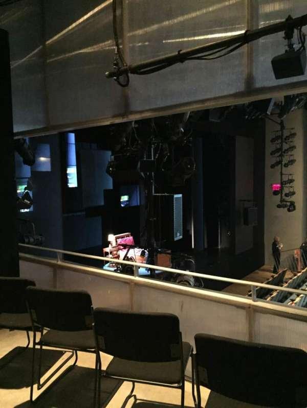 Tony Kiser Theatre, secção: Stool, fila: BD, lugar: 1