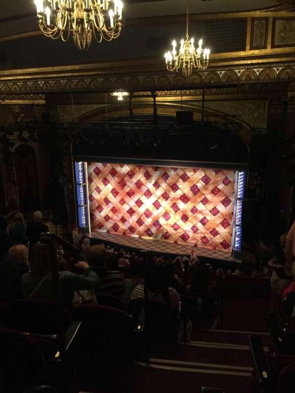 Brooks Atkinson Theatre, secção: Rear Mezzanine R, fila: L, lugar: 2