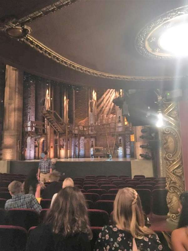CIBC Theatre, secção: Orchestra R, fila: P, lugar: 22 and 24