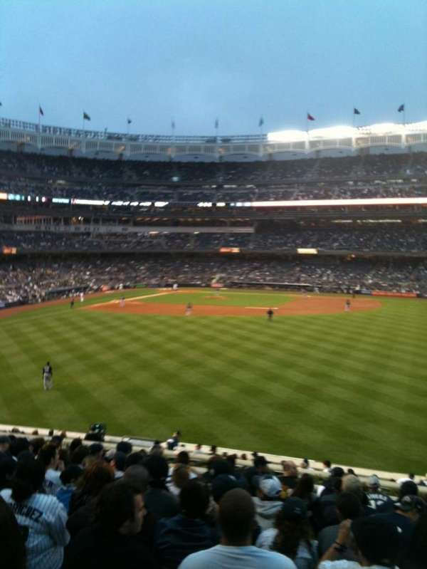 Yankee Stadium, secção: 203, fila: 13, lugar: 8