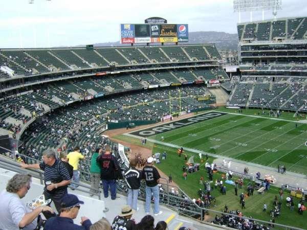 Oakland Coliseum, secção: 220, fila: 4, lugar: 18