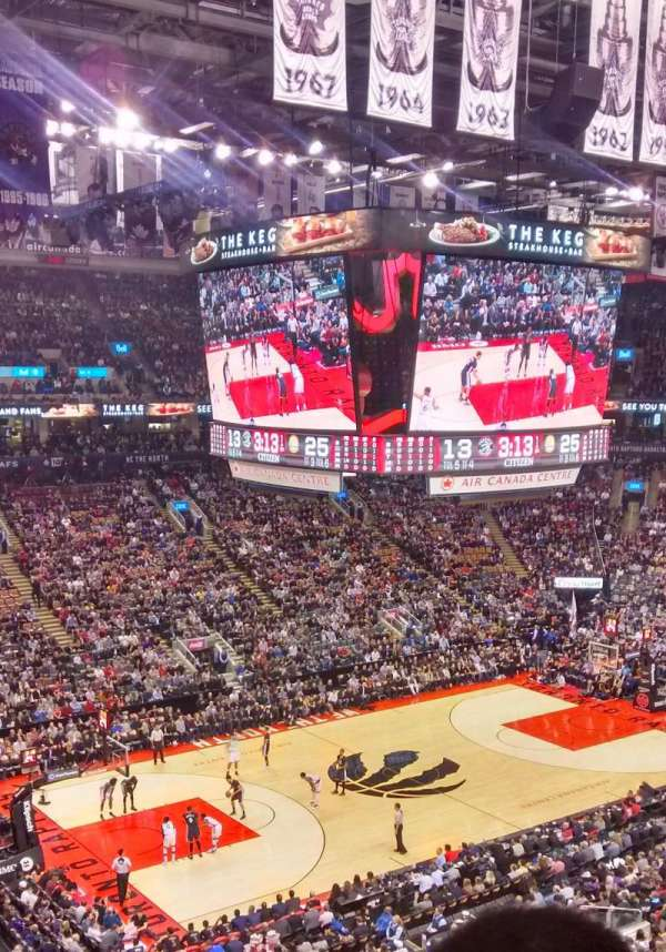 Scotiabank Arena, secção: 323, fila: 4, lugar: 17