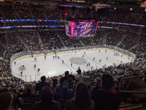 T-Mobile Arena, secção: 202, fila: M, lugar: 16