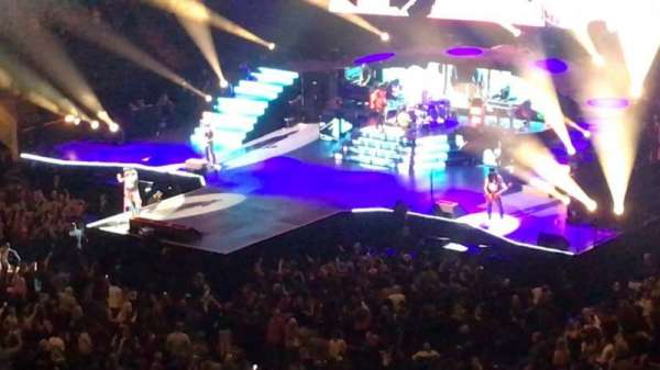 Madison Square Garden, secção: 208, fila: 13, lugar: 8