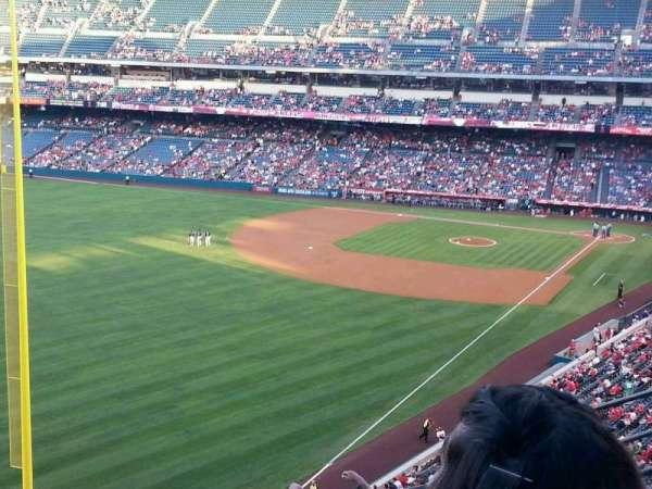 Angel Stadium, secção: V404, fila: F, lugar: 7