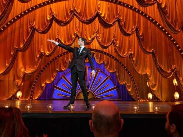 Radio City Music Hall, secção: Orchestra Pit Center, fila: BBB, lugar: 13, 14