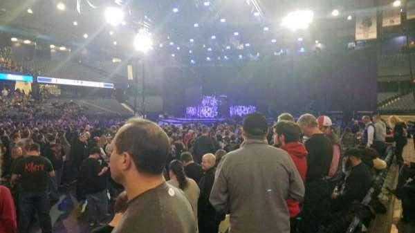 Allstate Arena, secção: 111, fila: DD, lugar: 23-25