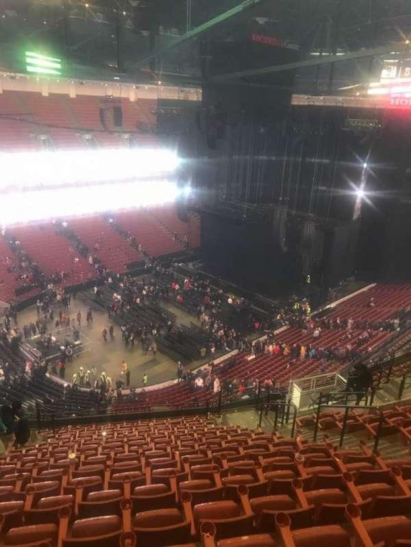 Honda Center, secção: 239, fila: S, lugar: 10