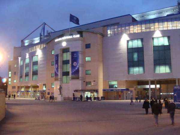 Stamford Bridge, secção: Outside