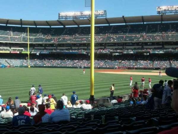 Angel Stadium, secção: F103, fila: T, lugar: 19