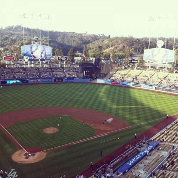 Dodger Stadium, secção: 6TD, fila: A, lugar: 3