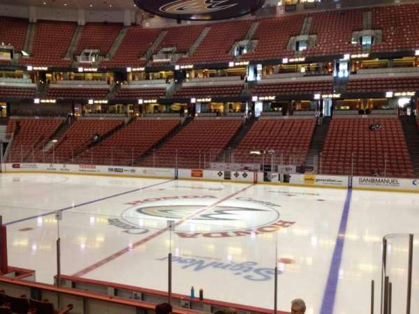 Honda Center, secção: 207, fila: K, lugar: 8