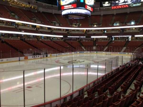 Honda Center, secção: 212, fila: L, lugar: 5