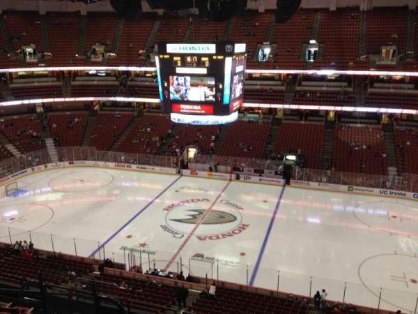 Honda Center, secção: 432, fila: H, lugar: 8