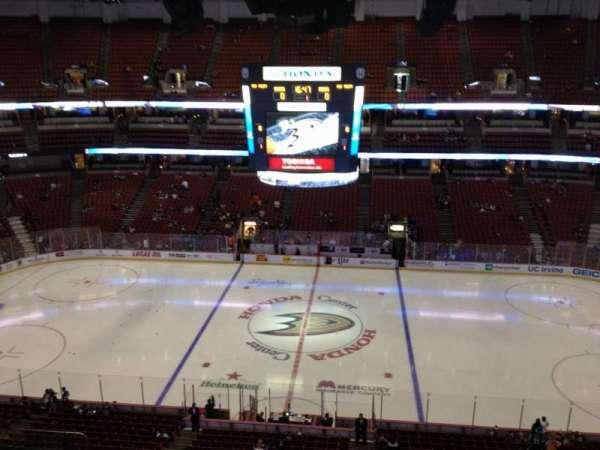 Honda Center, secção: 433, fila: H, lugar:  6