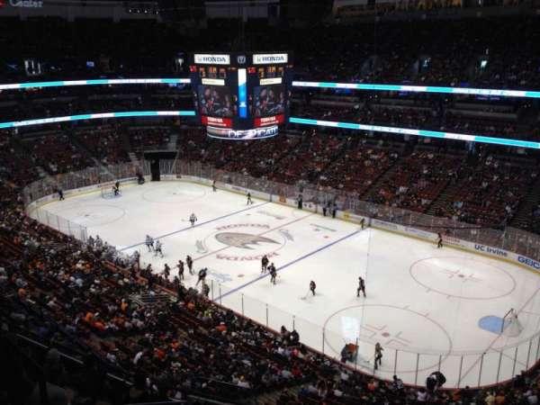 Honda Center, secção: 407, fila: H, lugar: 4