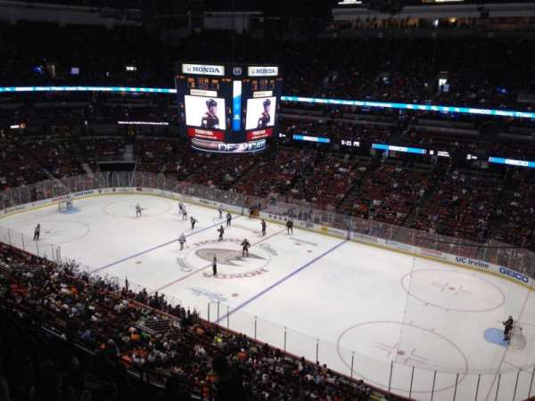 Honda Center, secção: 408, fila: H, lugar: 4