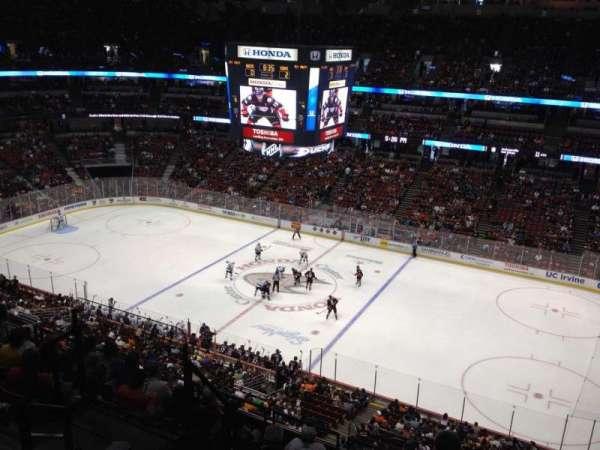 Honda Center, secção: 409, fila: H, lugar: 8