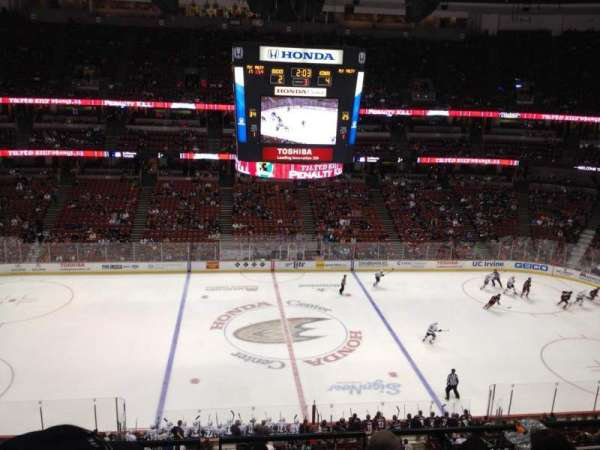 Honda Center, secção: 412, fila: E, lugar: 5