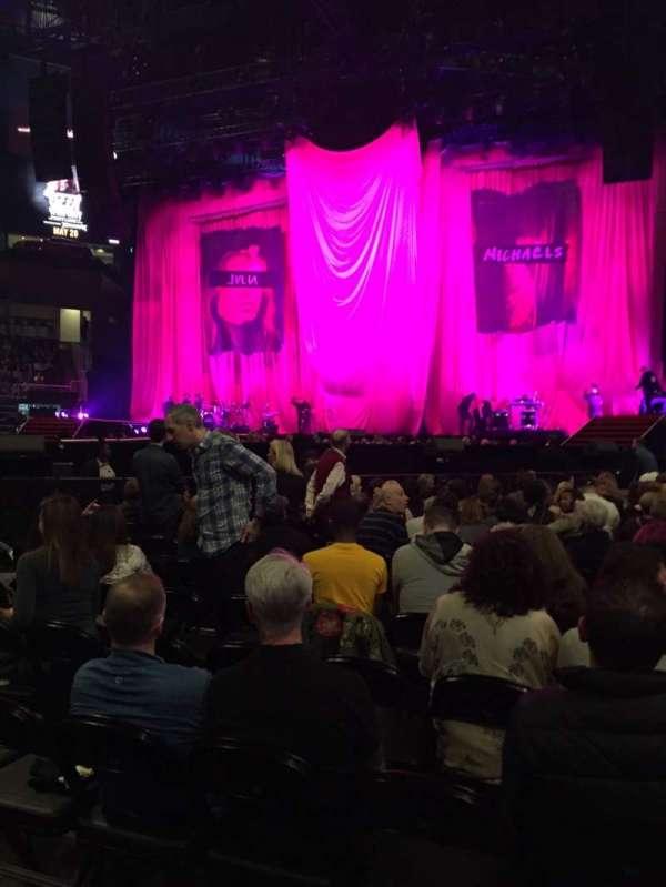 State Farm Arena, secção: 1, fila: R, lugar: 6