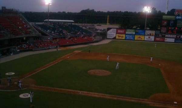 Five County Stadium, secção: 205, fila: M, lugar: 15