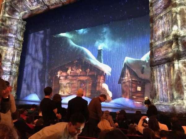 St. James Theatre, secção: ORCH R, fila: G, lugar: 8