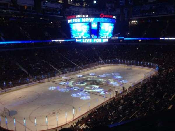 Rogers Arena, secção: 327, fila: 4, lugar: 3