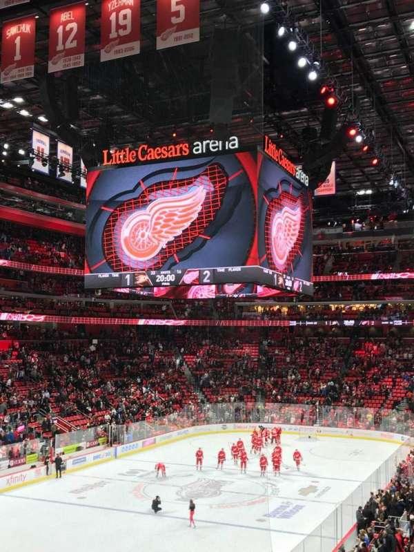 Little Caesars Arena, secção: 114, fila: 23