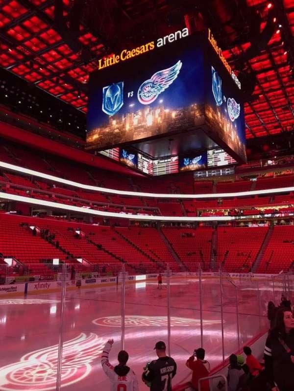 Little Caesars Arena, secção: 113, fila: 7